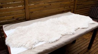 Lay the washed sheepskin flat to dry