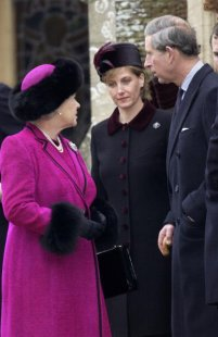 Queen Elizabeth, December 25, 2002 | The Royal Hats Blog